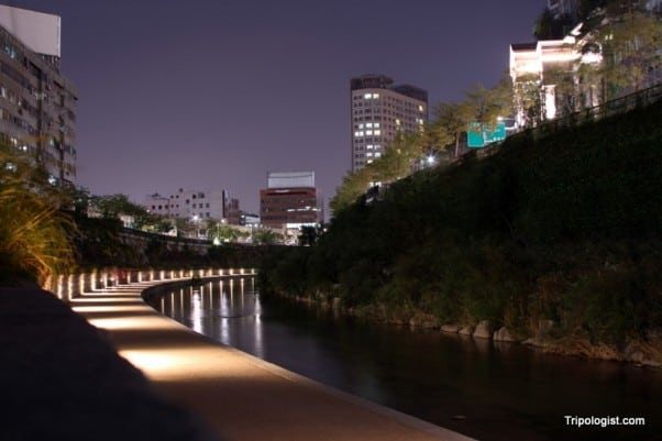 Nighttime on the Cheonggyecheon Stream in Seoul, South Korea.