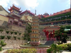 Kok Lok Si Temple is one of the largest and most beautiful Buddhist temples in Asia.