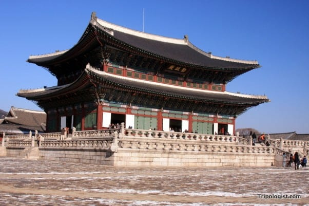 Geunjeongjeon, the trone room of Gyeongbokgung Palace in downtown Seoul, South Korea.