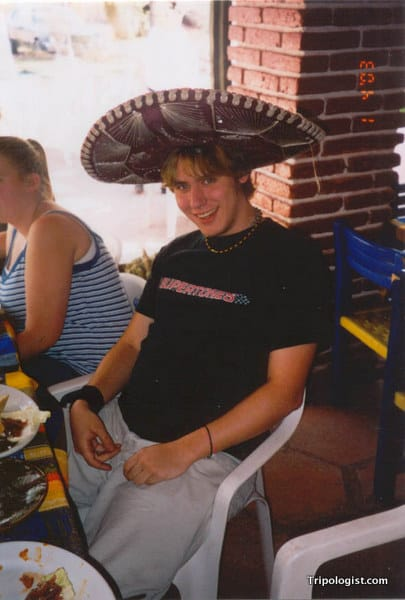 Me eating lunch near the Teotihuacan Pyramids in 2003.