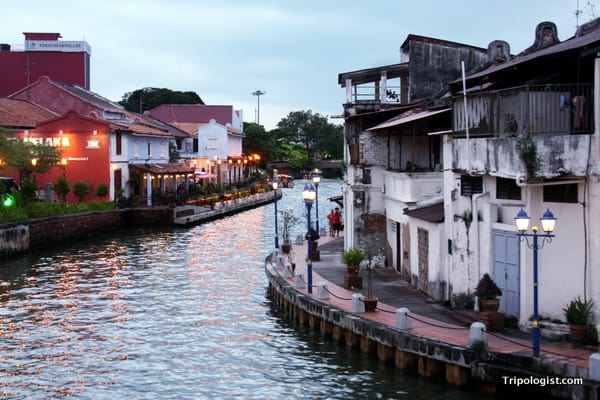 The Malacca River winds its way through Chinatown.