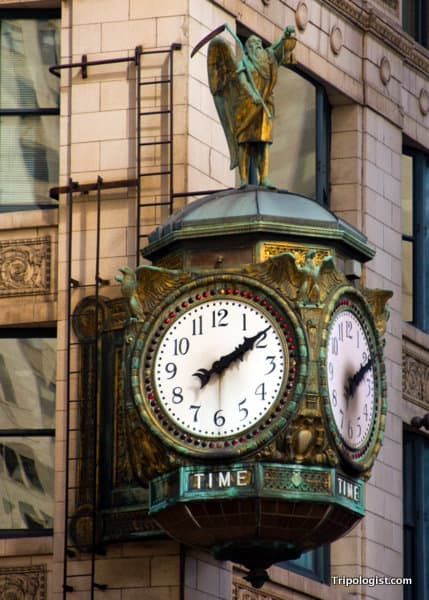 An old clock in downtown Chicago. The architecture of Chicago, Illinois.