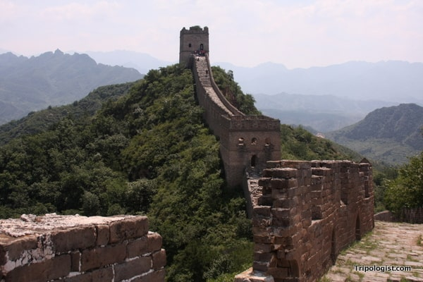The Jinshanling Great Wall snakes off into the distance.